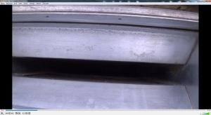 Foto č.0207._přítahové potrubí za mřížkou po